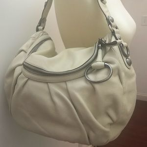 Large white Gucci shoulder handbag.